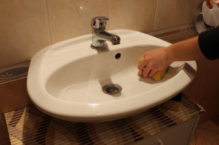Jak umýt umyvadlo