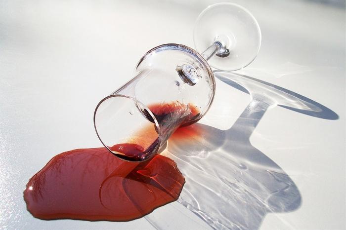 Jak na skvrny od červeného vína